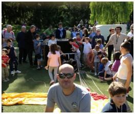 Mongolfiera in toscana durante una festa per bambini