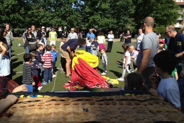 Setup della mongolfiera per evento con bambini