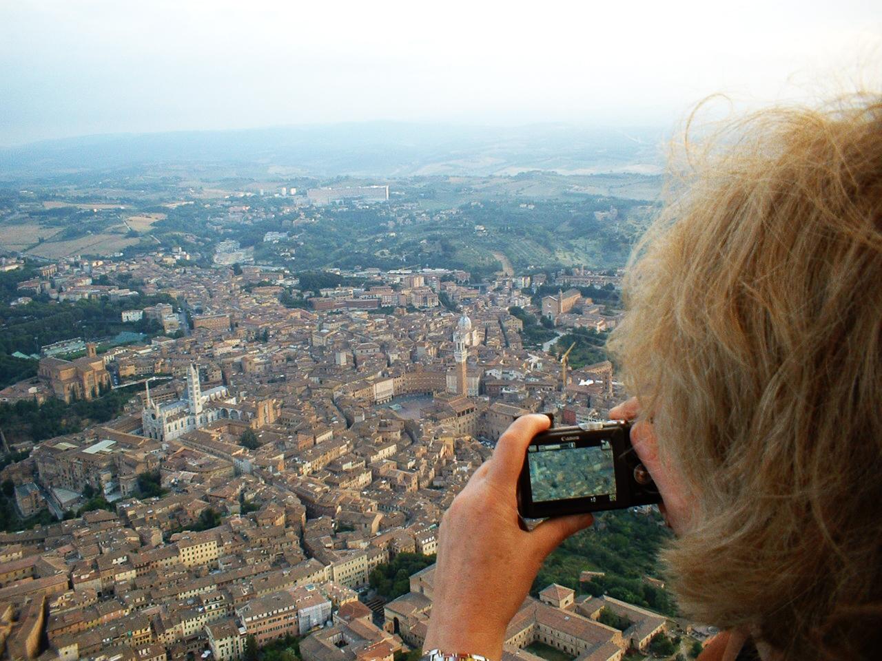 Mongolfiera su Siena