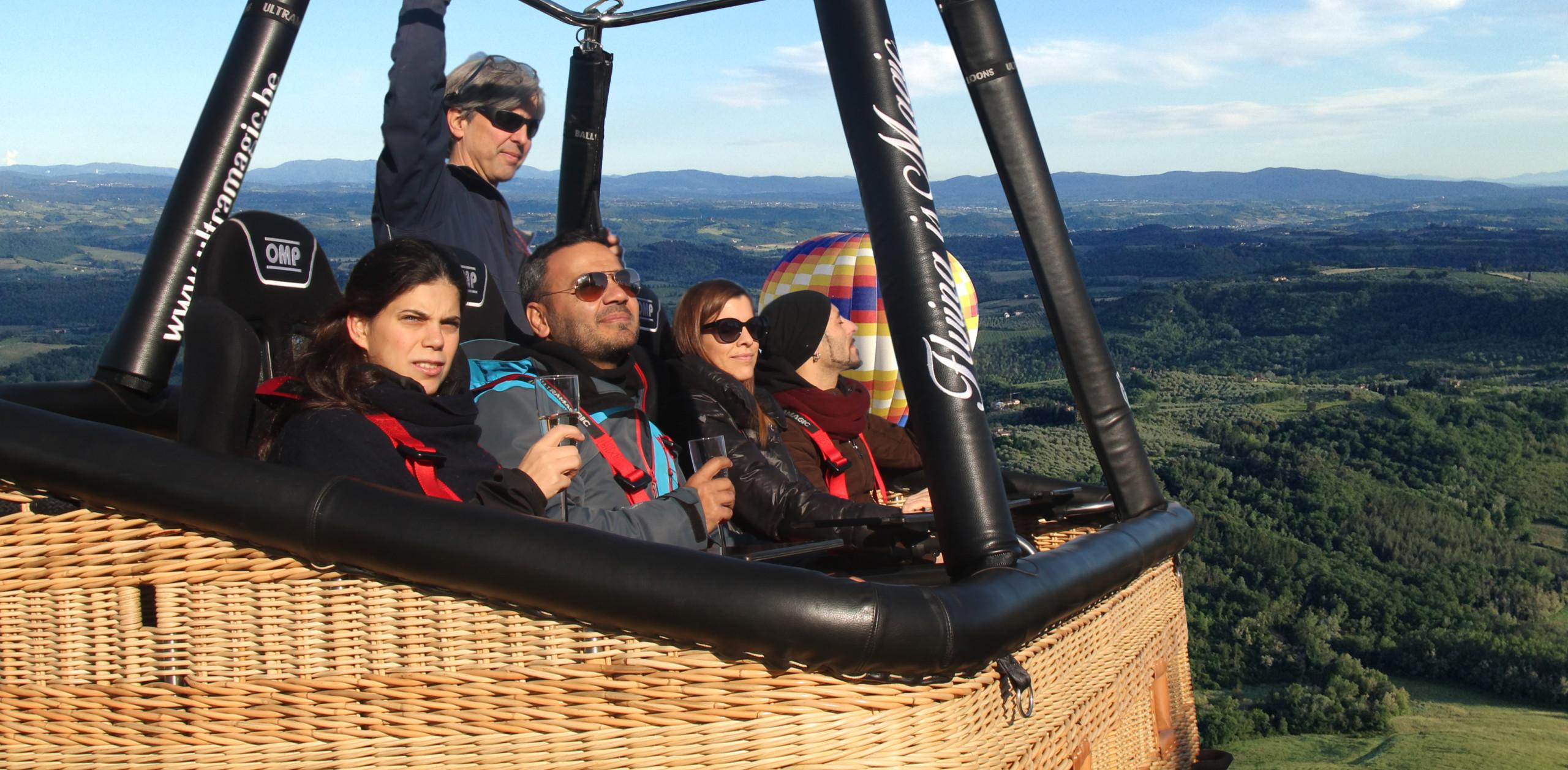 Volare seduti in mongolfiera cesta vip